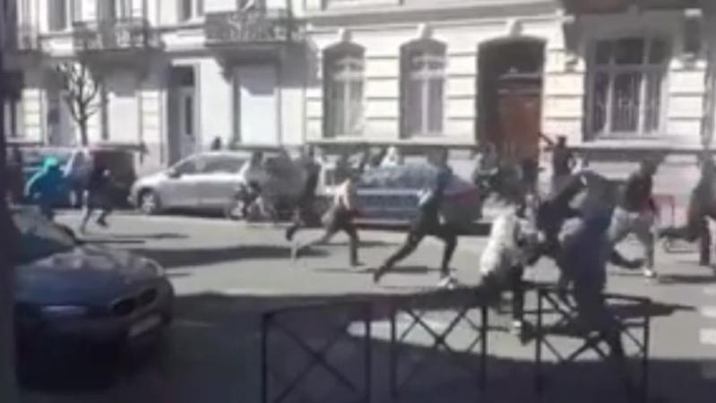 Des émeutes à Anderlecht suite au décès d'Adil: plusieurs policiers blessés, des coups de feu tirés, la famille demande l'arrêt des affrontements