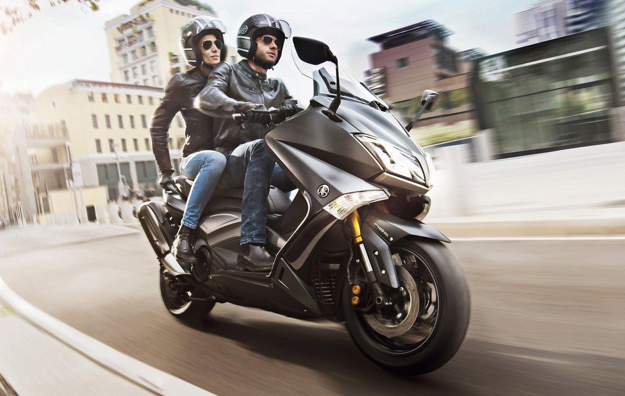 venez d couvrir les nouveaux tmax 2015 et iron max chez sud moto sudmoto yamaha sud bruxelles. Black Bedroom Furniture Sets. Home Design Ideas