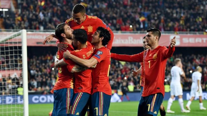 Nach der wenig erfolgreichen em geht es für deutschland in der qualifikation für die wm 2022 in katar weiter. Spanien Und Italien Starten Mit Sieg In Em Quali Sport Sz De