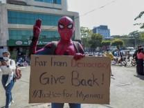 Myanmar: Drei Finger aus Hollywood