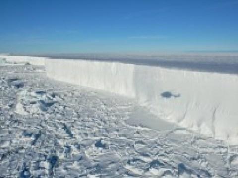 Antarktis: Expedition hinter den Riesen-Eisberg
