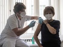 Coronavirus in Deutschland: Bericht: Hausärzte dürfen Impfstoff künftig selbst aussuchen