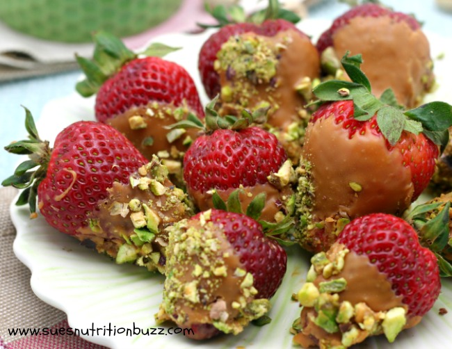 Salted Caramel Strawberries. Vegan Caramel Strawberries
