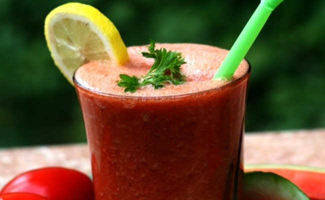Spicy Homemade V8 with 8 Veggies & Fruit #RawFood