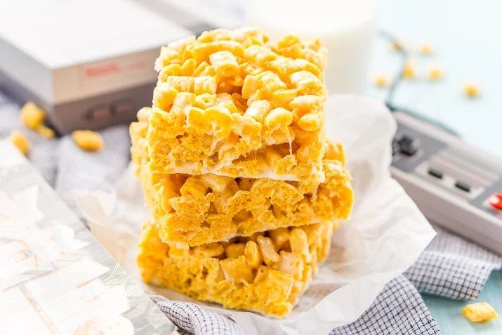 These Cap'n Crunch Treats are a fun twist on classic rice krispies treats and inspired by the book Ready Player One by Ernest Cline. They're the perfect fast dessert or afternoon snack and Cap'n Crunch lovers will go crazy over them!