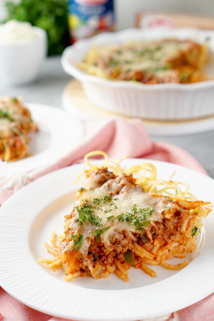Baked Spaghetti Pieis an easy and delicious dinner recipe. Al dente spaghetti topped with meat sauce and layer of melty cheese.