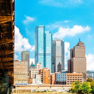 Heading to Pittsburgh and not sure what to do? Here's a great itinerary of what to do, see, and eat in Steel City in 48 hours!