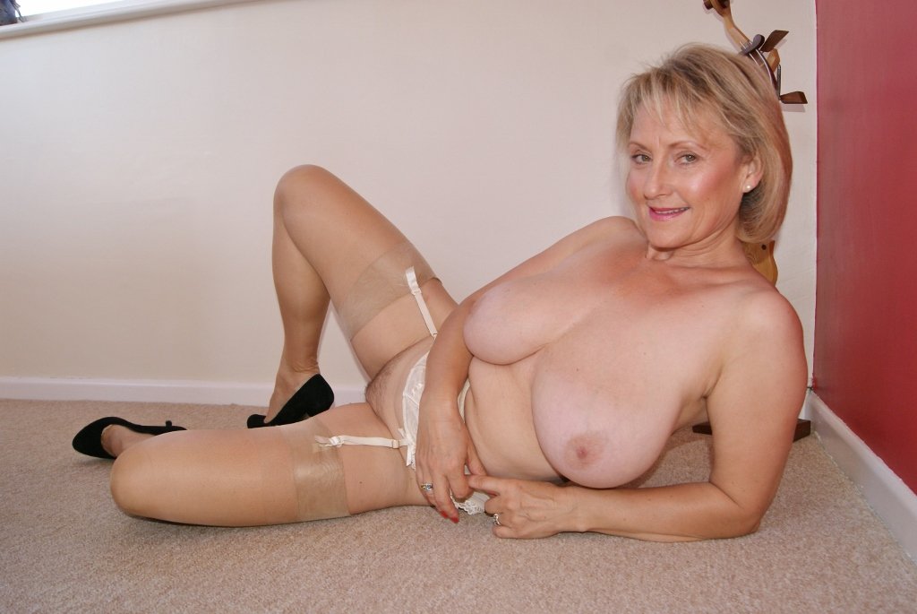 Busty blonde michelle thorne fucks lesbian sluts tight pussy 2