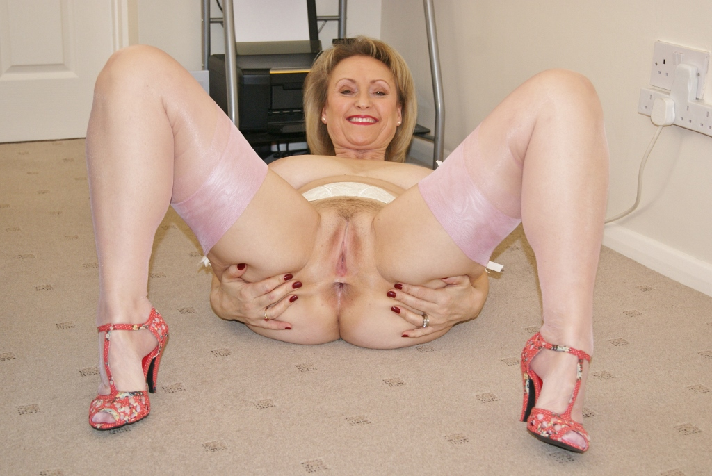 Mature Milf Sucking Dick
