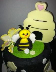 Bee-and-hive-closeup.jpg