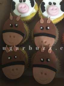 2 web horse cupcakes w