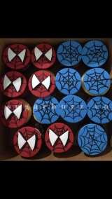 2 web spiderman cupcakes w