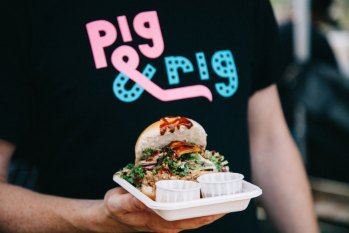 Burger being served by Pig and Rig, one of our top 10 UK wedding food and drinks caterers