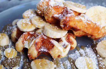 Waffle with sliced banana and honey