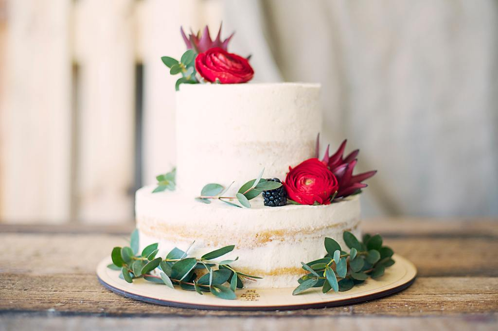 Close up for minimal wedding cake with flower decoration