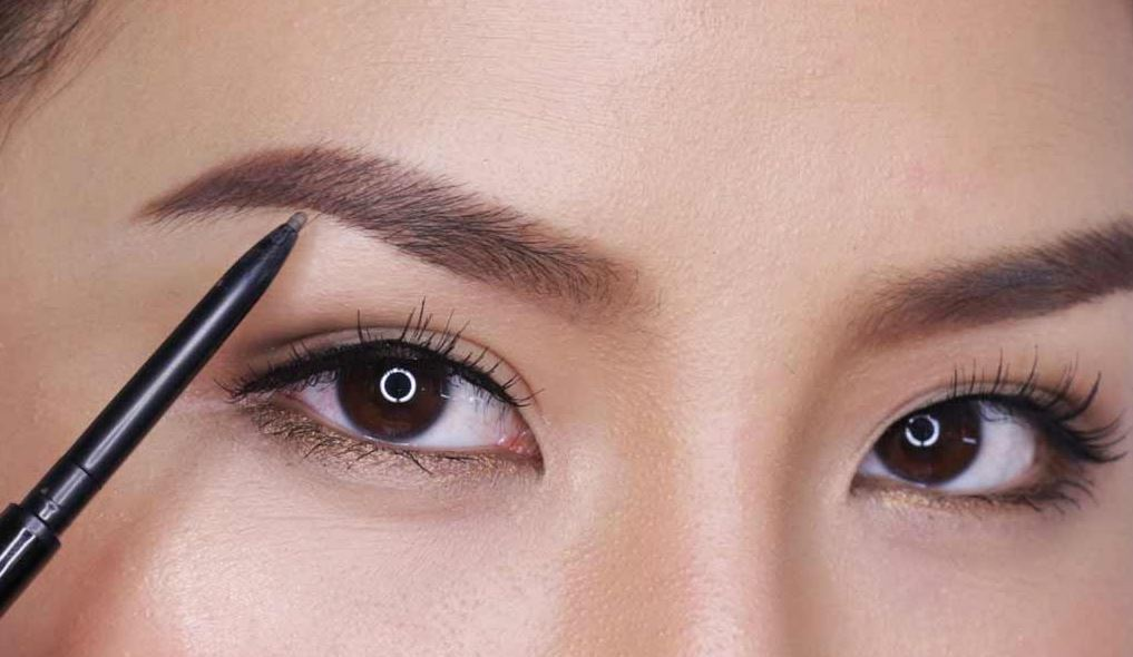 maintained eyebrows