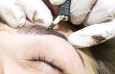 microblading of eyebrows