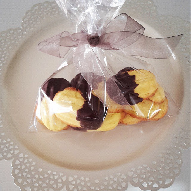 Nice pasticcini gift ready to go to someone special #foodie #chocolate #cookies #present #ilovechocolate #f52grams