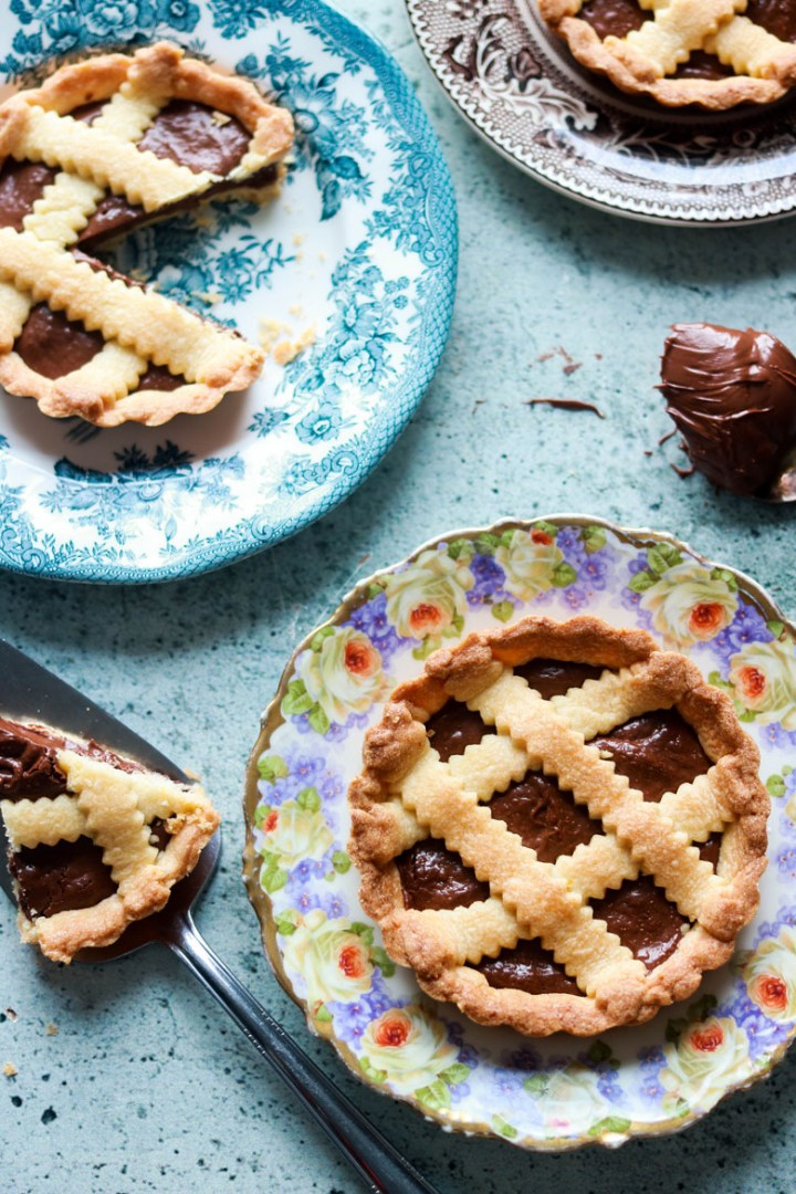 crostatine alla nutella-in the plates one cut