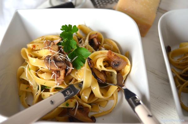Fettucini with crimini mushrooms in white truffle oil sauce 006 copy
