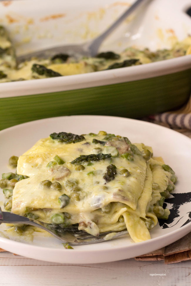 Lasagna bianca with asparagus, peas and mushrooms