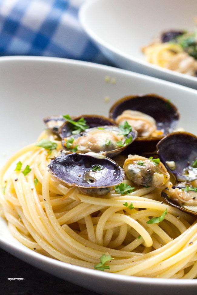 Spaghetti With White Clam Sauce Sugarlovespices