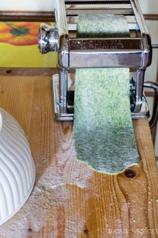 How to make Spinach Fettuccine-rolling pasta sheet2