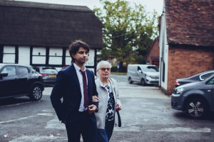 documentary wedding photography, guests arriving