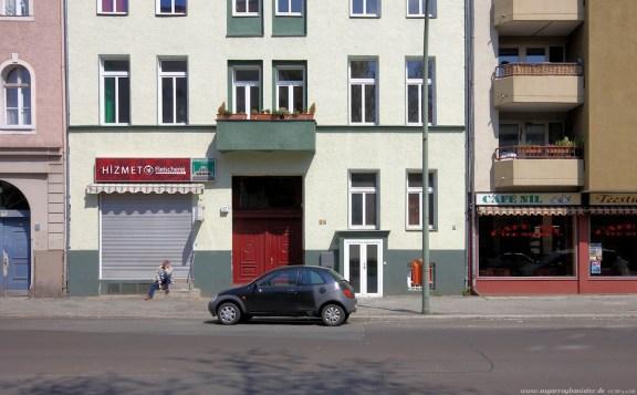 Auto vor Gebäude in Berlin #10 - Sugar Ray Banister