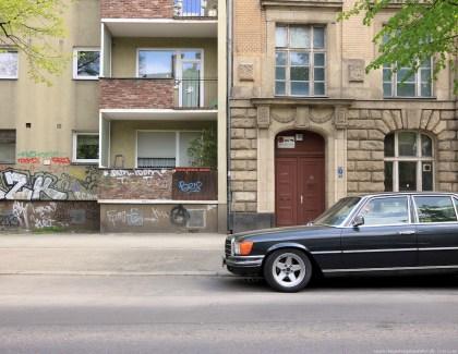 Auto vor Gebäude in Berlin #12 - Sugar Ray Banister