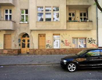 Auto vor Gebäude in Berlin #5 - Sugar Ray Banister