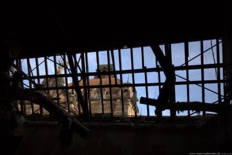 Deutscher Hof Abriss #5 - Blick durch das offene Dach des Festsaal auf das Opernhaus