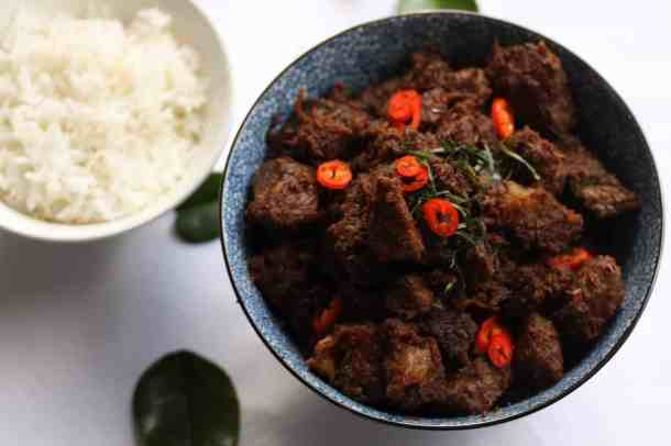Malaysian Beef Rendang Recipe - Beef Rendang is an extremely popular, and richly flavoured Malaysian coconut beef curry. #curry #slowcooked