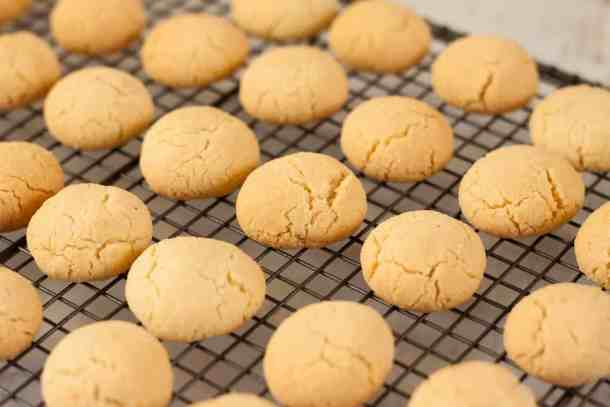 Baci di Dama are cute, little Italian cookies, made with almonds and filled with chocolate. Just perfect for afternoon tea. #italiancookies #almondcookies #baking #cookies