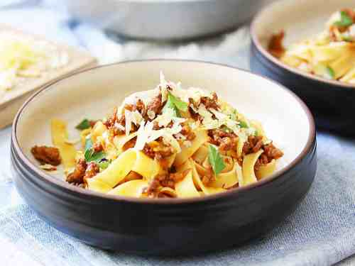 Authentic Pasta Bolognese. This ragu sauce is amazing and the best comfort food. #bolognese #ragu #pasta