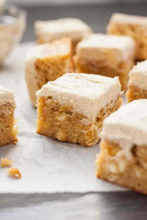 White Chocolate Malted Milk Blondies are a dense, fudgy blondie filled with white chocolate chips and topped with a supremely delicious Malted Milk Buttercream. #maltedmilk #chocmalt