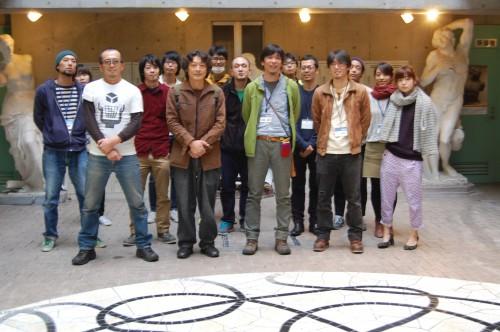 講演会後、すいどーばたスタッフと記念撮影。前列左から2人目が原先生
