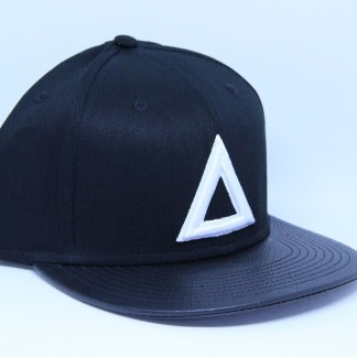 classic-snap-back-black-white-triangle-leather-brim (1)