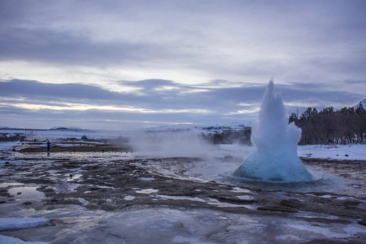 geysir golden cirlce solo female travel icelend winter roadtrip