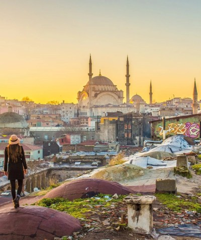 istanbul rooftop sunrise solo wanita turkey
