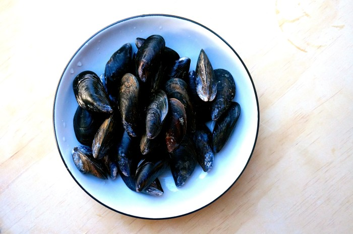 Mussels - scrubbed and ready for steaming