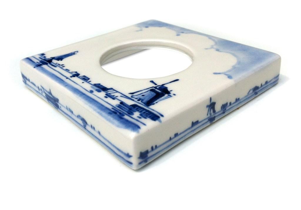 Cover Model single, handpainted Delft Blue. Design: Dutch Portrait