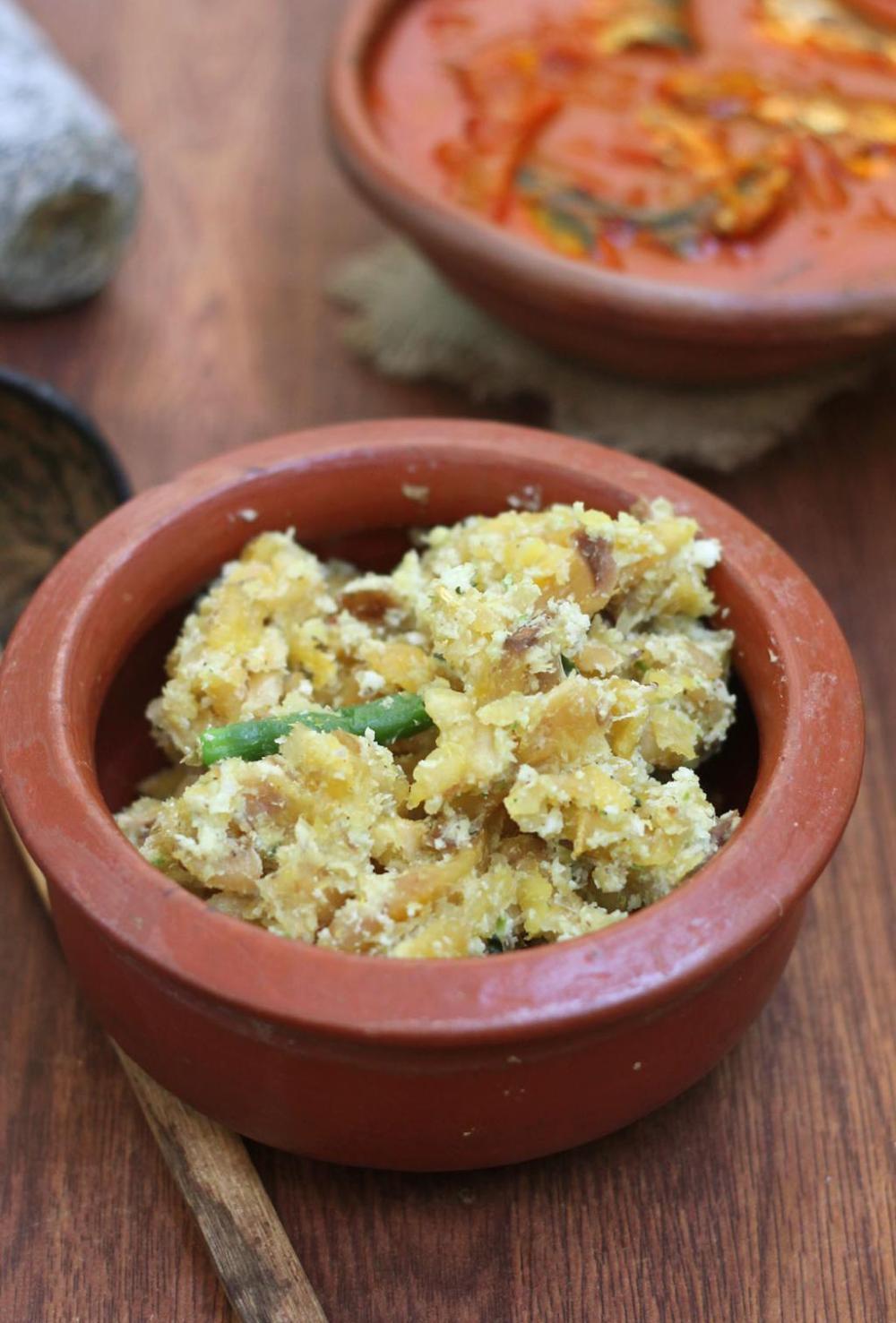 Unaka kappa puzhuku (dried tapioca/cassava cooked with green chili and coconut)