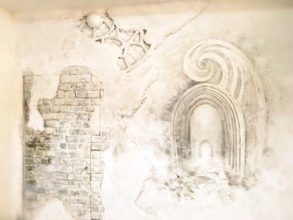 壁に直接描かれた背景