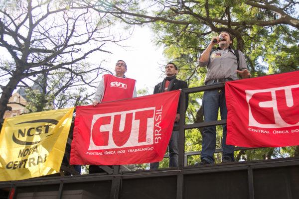 Claudir Nespolo, presidente da CUT-RS, convocou sindicatos para ato dia 16 de agosto, em frente à Fiergs. (Foto: Maia Rubim/Sul21)