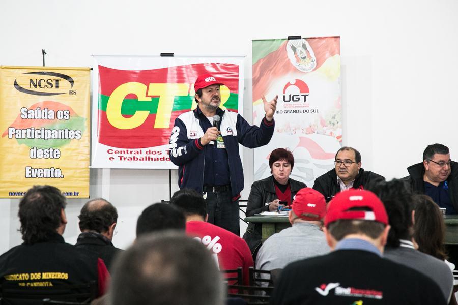 16/09/2016 - PORTO ALEGRE, RS - Centrais sindicais realizam coletiva de imprensa informando detalhes sobre as manifestações que ocorrerão no dia 22, na sede da Fetrafi. Foto: Maia Rubim/Sul21