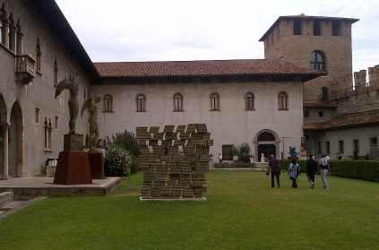 Mitoraj Castel Vecchio il cortile interno Verona 2013