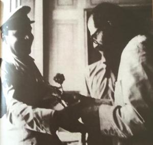 beat! Allen Ginsberg Ginsberg offre un fiore stella*ner