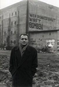 Bruno Ganz da Il Cielo sopra Berlino di Wim Wenders