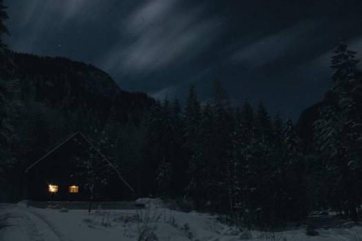 Sulzaustube bei Nacht